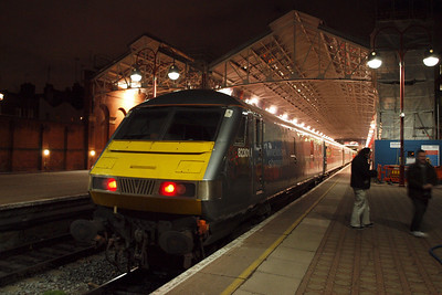 DVT 82301 stands at Marylebone, preparing to lead the 1830 to Wrexham.