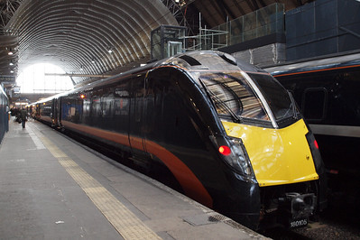 Grand Central's 180105, having arrived at London Kings Cross with 1A61, the 1053 ex-York (origin - Sunderland).
