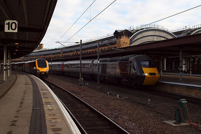 CrossCountry at York, with a Voyager in Platform 10 and 43285 in Platform 9.