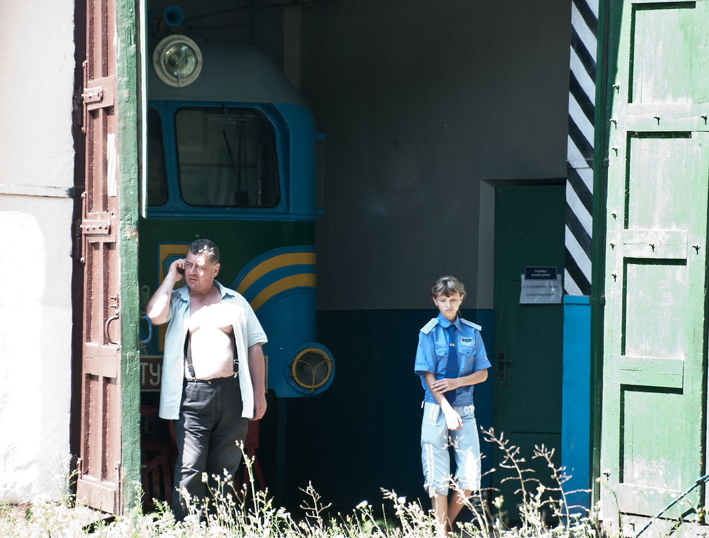 The depot doors are opened and the driver is clearly looking forward to another summer day in his role as Explainer on the Striysky Park Children's Railway. Bit of a contrast in terms of neatness, tidiness and orderliness with its counterpart in Minsk