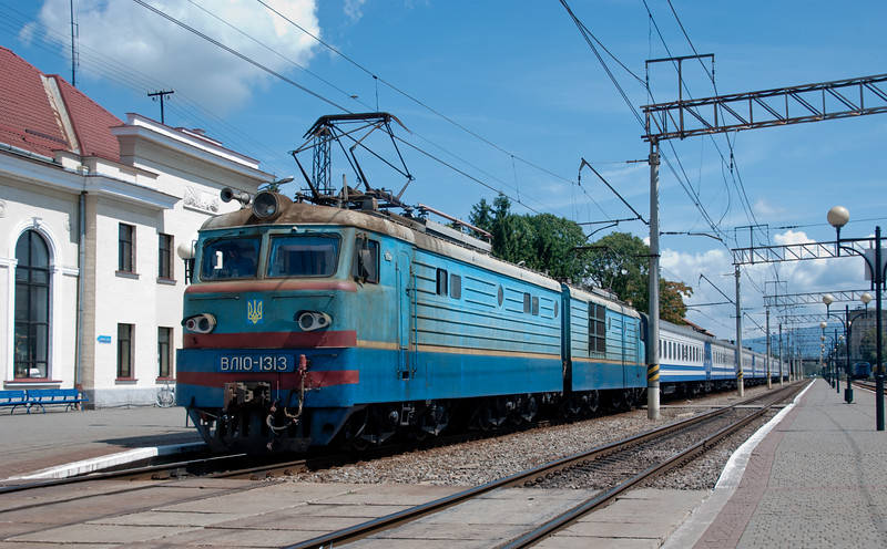 Took this train from Lviv up and over the Carpathians to Mukacheve (enlivened by a castle and the secessionist architecture of the town hall) on the dusty plains near to the borders with Slovakia and Hungary. Most people use it as a jumping off point for the mountains but we used it as a jumping off point for something else...