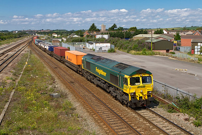 66537 passes Severn Tunnel Junction with 4O51 09.58 Wentloog to Southampton Freightliner. Friday 27th July 2012.