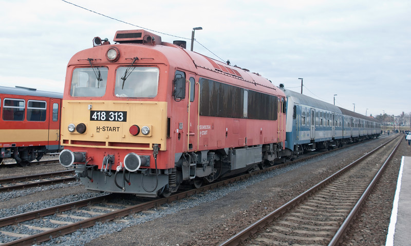 Some local trains still loco hauled and MAV persists with its simple, modernist corporate branding - reminiscent of BR's approach to corporate image which emerged in the mid-Sixties. The 418s are chunky Hungarian built diesel hydraulics from the 1970s / early 80s.