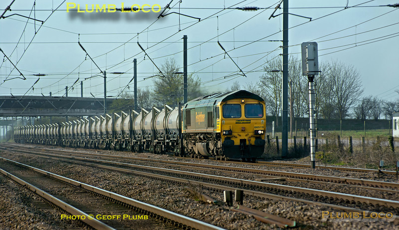 66519 is in charge of 4Z61, the ThO (Q) 05:53 from Tilbury to West Burton empty flyash container train, so something of a rarity! It is approaching the foot-crossing at Jiggs Lane, Langford, northbound on the down ECML slow line at 08:35 on Thursday 29th March 2012. Digital Image No. GMPI11474.