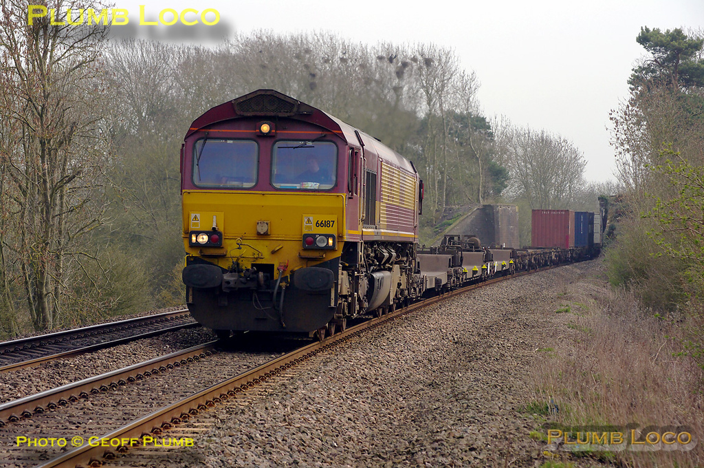 66187 heads north at Wormleighton with 4M66, the 09:32 Southampton to Birch Coppice intermodal train at 14:27 on Tuesday 29th March 2011. Digital Image No. GMPI8334.