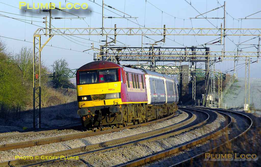 EWS 90026 leads 1M16, the 20:46 Inverness to Euston Caledonian Sleeper, through a bright but frosty Old Linslade soon after sunrise at 07:09 on Saturday 19th March 2011. Digital Image No. GMPI8199.