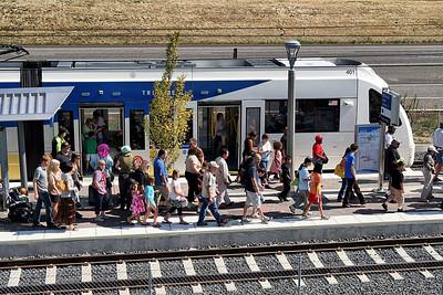The trains were crowded   | Sigma 18-50mm f/2.8 EX DC