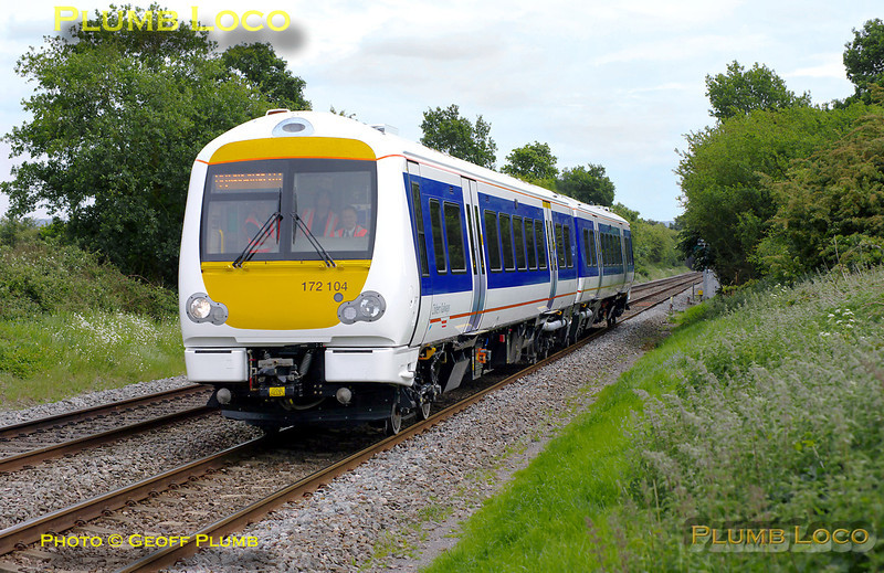 Having worked up from Derby to Marylebone earlier as 5Z72, Chiltern's brand new 172104 is working back from Marylebone as 5Z74, 13:03 to Derby Litchurch Lane. It was due to stop at various stations en route and also to visit the LUL siding at West Ruislip. It is seen here approaching the foot-crossing at Kingsey at 14:18, once again running a few minutes early. Monday 16th May 2011. Digital Image No. GMPI9074.
