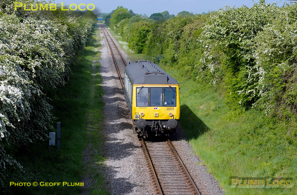 960014 has reversed at Claydon LNE Junction and is now heading towards Bicester Town and Oxford, at Charndon, along the former line from Cambridge. Running as 5Z68, this was a crew training run from Aylesbury to Oxford. 09:13, Monday 9th May 2011. Digital Image No. GMPI8890.