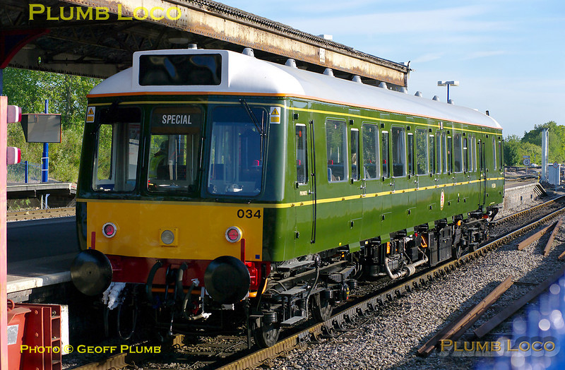 """Chiltern's newly refurbished green """"bubblecar"""", 121 034, has just arrived as ECS from Aylesbury depot prior to its first public run back to Aylesbury with the 07:10 train, at 07:05 on the glorious morning of Wednesday 25th May 2011. Digital Image No. GMPI9224."""