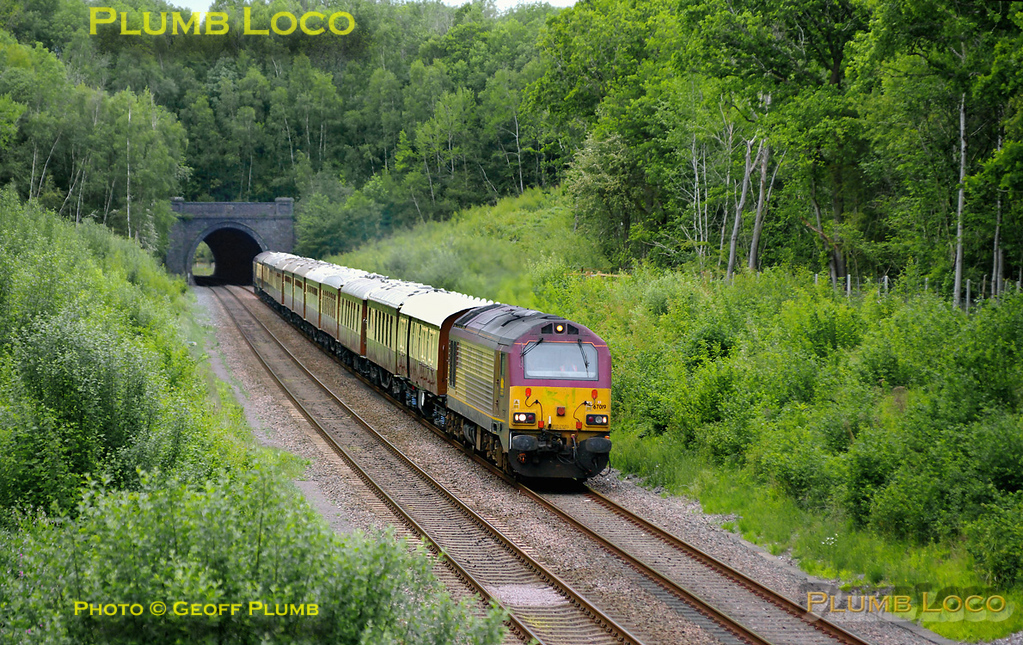 The VSOE once again worked from Victoria to Haddenham for a visit to Le Manoir aux Quat' Saisons. It then worked as ECS to stable at Banbury prior to the return journey from Haddenham & Thame at 16:44. A tatty-looking 67019 leads 5Z56, the ECS from Banbury to Haddenham, through Rushbeds Wood, having just passed through Brill Tunnel. An equally tatty 67025 was on the rear of the train. 16:31, Tuesday 10th May 2011. All the trees that were cut down here a couple of years ago are now growing furiously and will soon obscure this shot again... Digital Image No. GMPI8919.