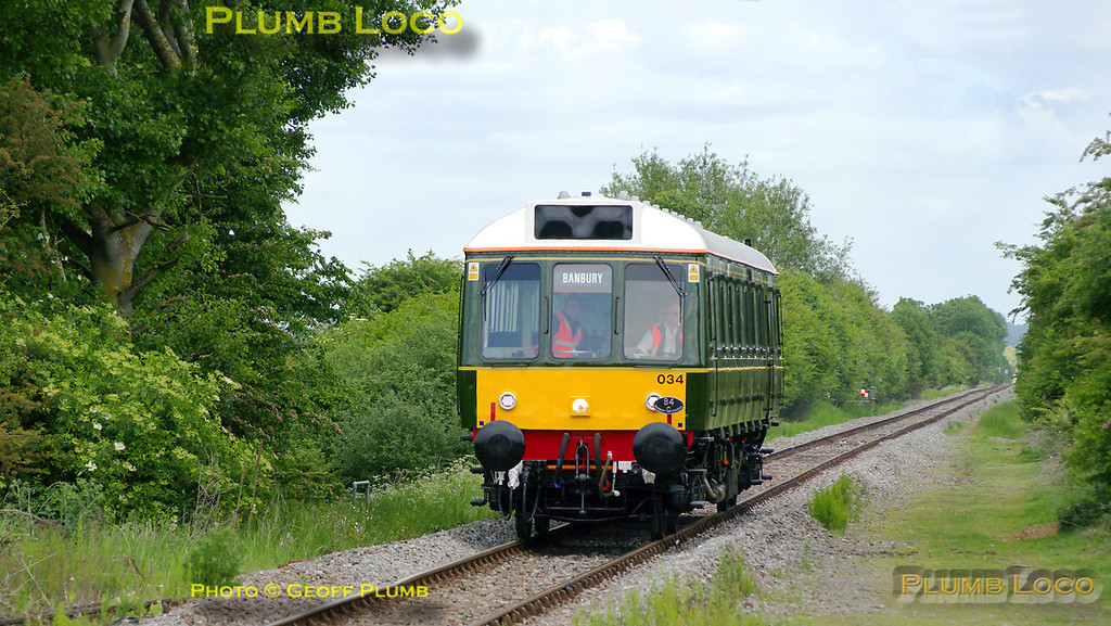 """Chiltern """"bubblecar"""" 121 034 is working a crew training run, 5Z68, 08:30 from Aylesbury to Calvert, Claydon, Bicester, Oxford and Didcot. It then returned to Oxford, Bicester and Claydon and is now returning once again from Claydon to Oxford. It is approaching Islip station at 13:23 on the afternoon of Thursday 19th May 2011. Digital Image No. GMPI9121."""