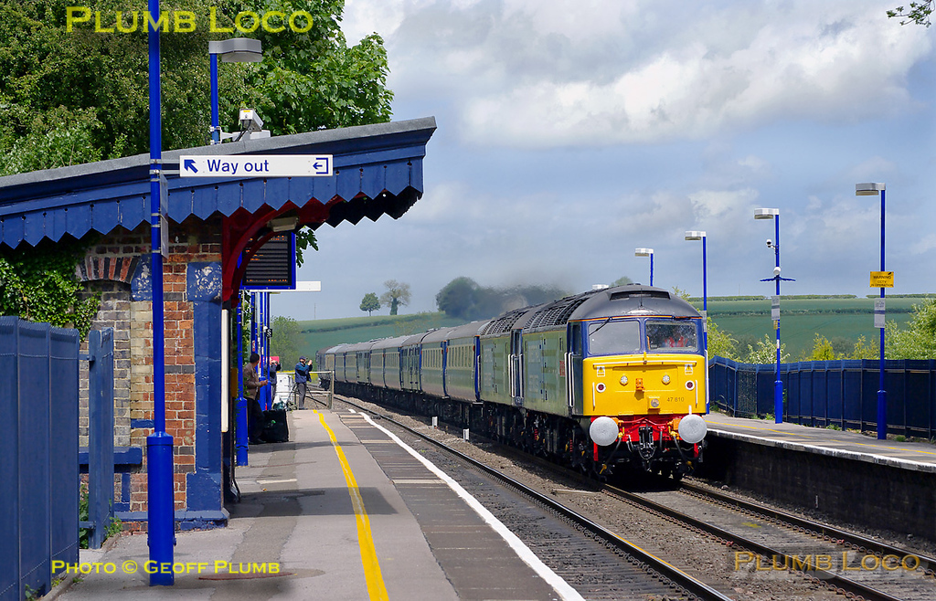 DRS 47810 is double-heading with 47501 as they race through Kings Sutton some twenty minutes early with 1Z49, the 05:45 Glasgow Central to Southampton Eastern Docks cruise liner special. 11:56, Monday 9th May 2011. Digital Image No. GMPI8893.