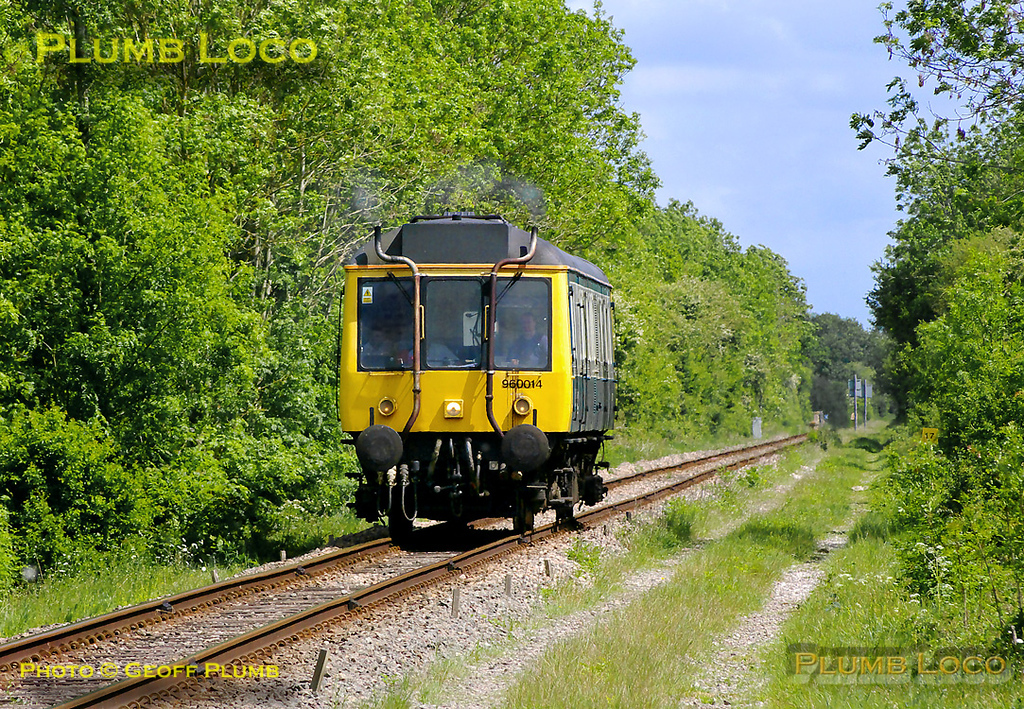 Chiltern 960 014 is working back from Claydon LNE Junction for the second time of the day with 5Z68, crew training runs from Aylesbury to Claydon, Bicester and Oxford. It is approaching the level-crossing at Launton on the former Oxford to Cambridge line at 12:57 on Monday 9th May 2011. Digital Image No. GMPI8899.