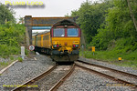 Test train 1Q13 gets away from Aylesbury Vale Parkway station with 66019 leading the train and 66017 bringing up the rear. The line coming in from the right is from Calvert, the former Great Central main line. 15:03, Monday 21st May 2012. Digital Image No. GMPI11861.