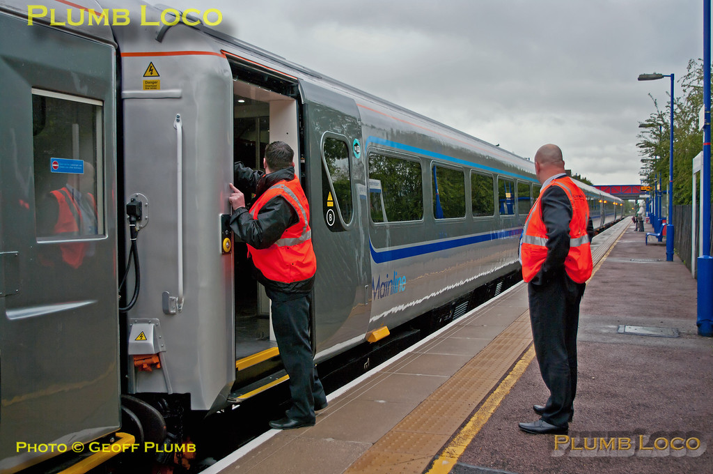 The Central Door Locking has now been released and the plug doors on the newly fitted set can be opened by onboard staff. GFW 10271 is immediately behind the DVT at Haddenham & Thame Parkway station as test train 5R00 stops at 12:21 on Monday 14th May 2012. Digital Image No. GMPI11685.