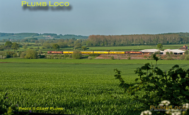 With 66017 once again leading the train and 66019 bringing up the rear, test train 1Q13 is on its final stretch of the day, returning from Marylebone via High Wycombe and Banbury to Didcot. It is seen across the valley near Chilton, just south of Ashendon Junction, in lovely evening light, 18:00, Tuesday 22nd May 2012. Digital Image No. GMPI11947.