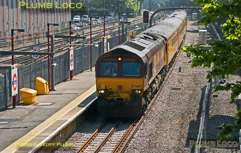 1Q13 is now on its way from Marylebone to Aylesbury via Amersham, where 66017 is seen leading the train with 66019 on the rear, still running a few minutes early at 10:38 on Tuesday 22nd May 2012. Digital Image No. GMPI11887.