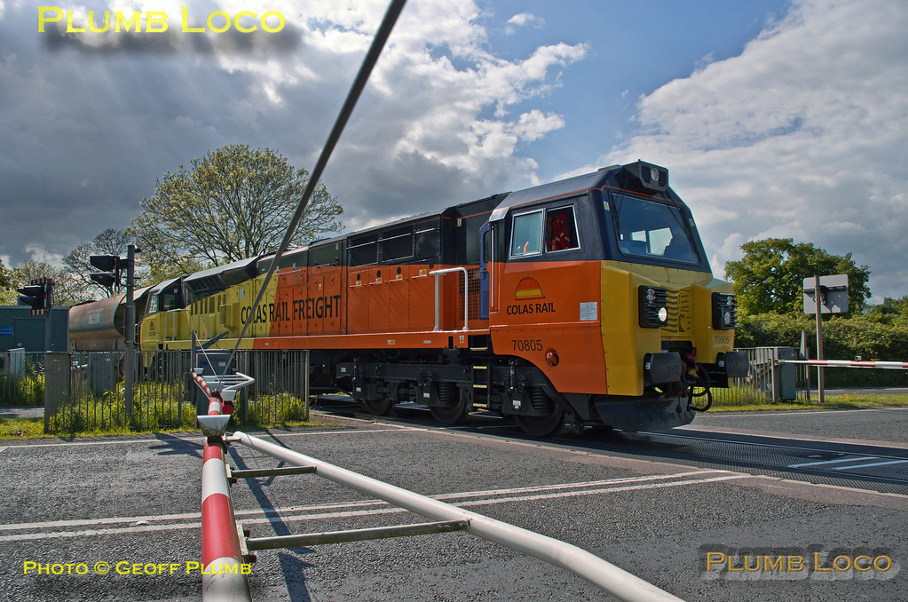 70805, Charbridge Lane Level-Crossing, Bicester, 6C30, 14th May 2014