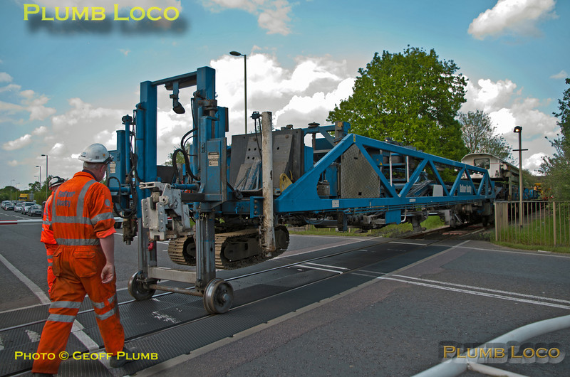 Train Rear, Charbridge Lane Level-Crossing, Bicester, 6C30, 14th May 2014
