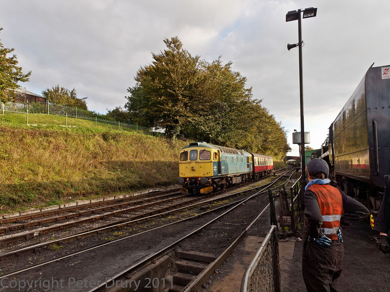 22 Oct 2011 BR Class 33 No 33 053 delivering Class 7, Brittania's support coach from Alton.