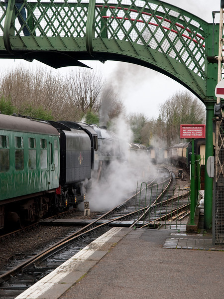 92212 BR Standard 9F at Alresford. Copyright 2009 Peter Drury<br /> The train comes to a halt in the Down Platform.