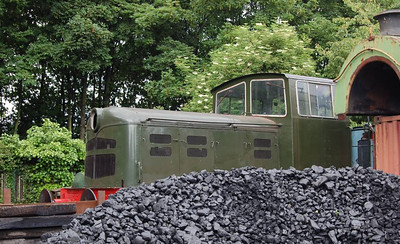 Hiding behind a pile of coal was Fowler 4220033/1965.