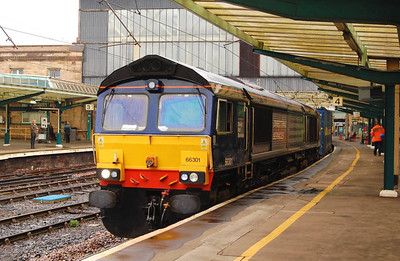 66301 waiting for the road with the 4M44 Mossend to Daventry on 25th April