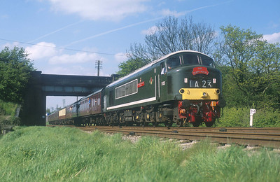 D123 'Leicestershire & Derbyshire Yeomanry' (though the name was previously carried by a class 46) looking good at Woodthorpe bridge on the GCR. 29/4/05