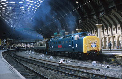 55019 carries the headboard of the 'Silver Jubilee' from 1977 into York station. Who removed those centre roads? 13/4/02