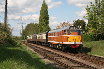 D5830 heads a gala day shuttle towards Rothley (with D5401 trailing)