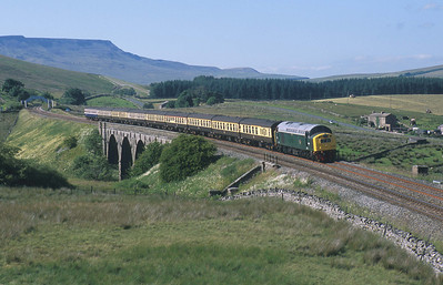 D345 traverses the S&C in glorious weather at Lunds Viaduct with 'The Pennine Fellsman'. 12/7/03