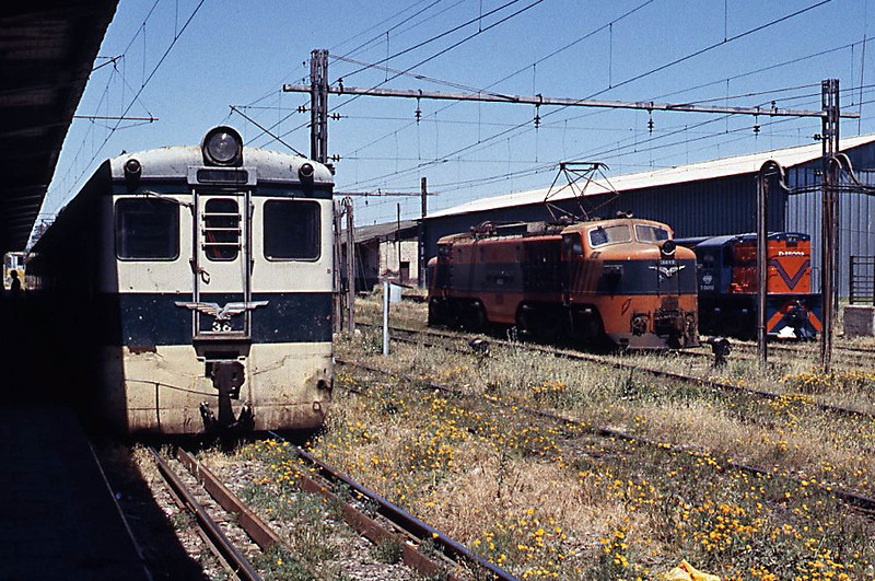An E32, D-18002 and AEL 36 resting in the sun at Rancagua.