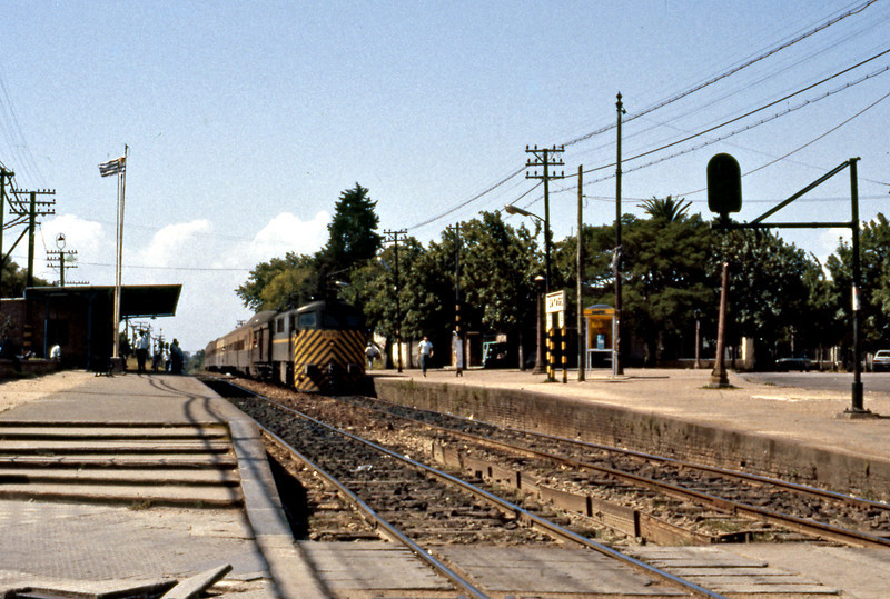 I caught a bus from downtown Montevideo out to Sayago in the suburbs to watch and ride the train. A shovelnose arrives on a train of decommissioned SGP diesel railcars from Austria