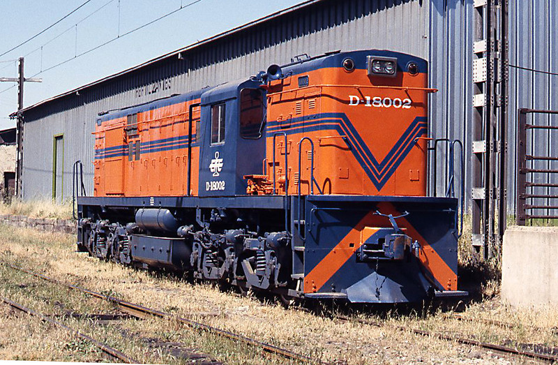 D18002 is an Alco RSD35, in 1994 the most modern road diesels on EFE despite dating back to the 1960s. 18002 had just been released from San Bernardo works and looks just splendid in the sun at Rancagua
