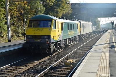 92043_90045 1252/0z90 Crewe-Willesden passes Kings Langley  01/11/15.
