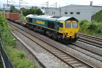66531 1401/4m87 Felixstowe-Crewe passes Kings Langley   25/06/16