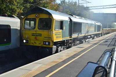 66596 tnt 66953 1229/6y52 Willesden-Crewe passes Kings Langley  01/11/15.