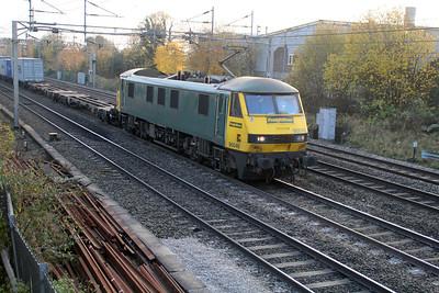 90046 1504/4m87 Felixstowe-Trafford Park  15/11/12.
