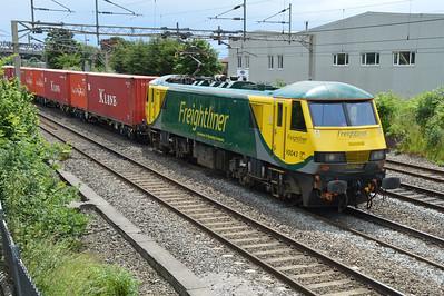 90043 1336/4m93 Felixstowe-Crewe passes Kings Langley   25/06/16