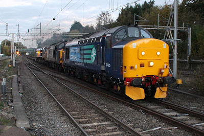37425_37611_66302 DIT 1643/4M71 Purfleet-Daventry finally passes Hemel Hempstead some 120 minutes late and in fading light!! 30/11/13.