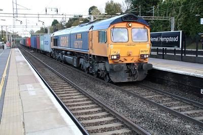 66707 1520/4m23 Felixstowe-Hams Hall passes Hemel Hempstead 30/11/13.