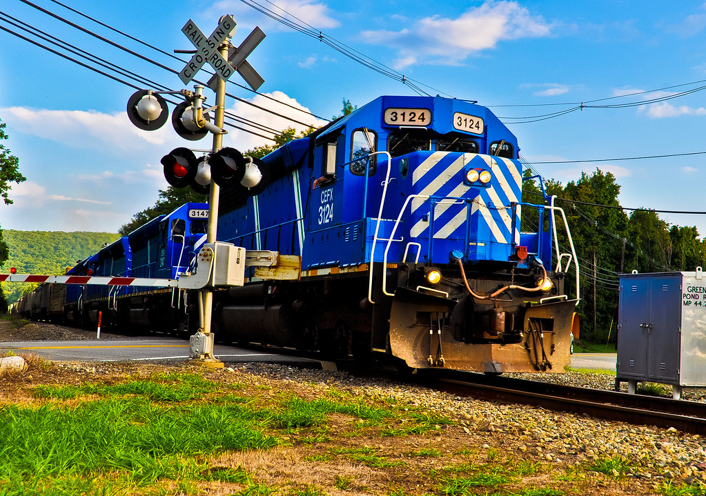 CEFX 3124 on the NYSW passing through Green Pond Road in Newfoundland, NJ.