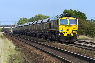 66561 climbs away from Brocklesby past Ulcelby Chase Crossing with 6F72 13.45 Immingham to to Cttam Power Station. Friday 28th September 2012.