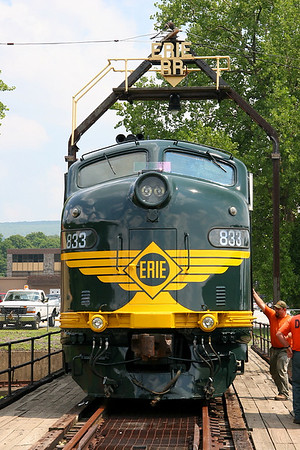 Erie 833 (E8A) on the Erie turntable at Port Jervis 7/27/07