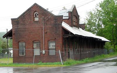O&W Hurleyville station. Looks unused in late 2006.
