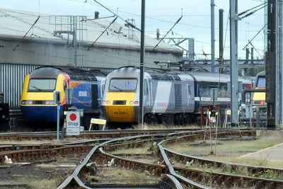 National Express East Coast's 43296 alongside an East Midlands Trains HST.