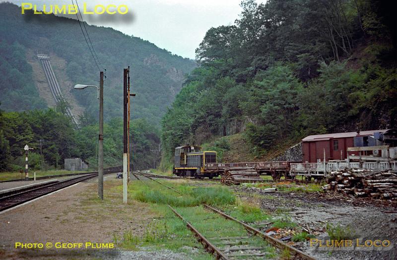 SNCF Y7100 0-4-0D, Lamativie Station, September 1980