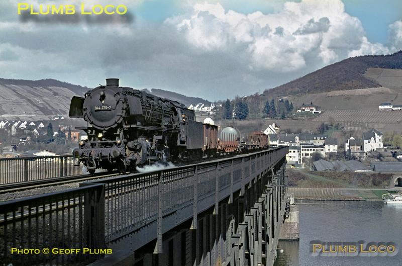 DB 044 270-7, Bullay Viaduct, 5th April 1971