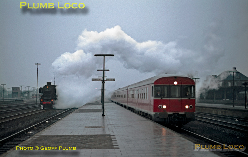 DB 012 052-7 & DMU, Rheine, 12th February 1971